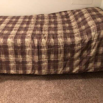 Twin XL Tempurpedic Mattress with Adjustable Frame and Control.