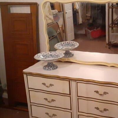 https://www.ebay.com/itm/114512827327HYH011 French Provincial Chest of Drawers w/ Mirror Dresser FurnitureBuy-It-Now $250.00
