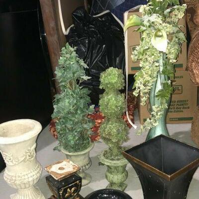 https://www.ebay.com/itm/124441306744KG106 LOT OF 8 PLANT VASES AND STAND Auction  Ebay