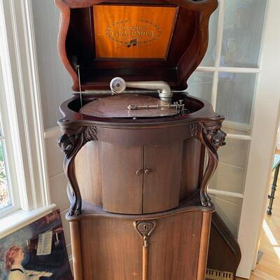 works !! with several brass/copper discs & 78 rpm converter and a draw full of accessories