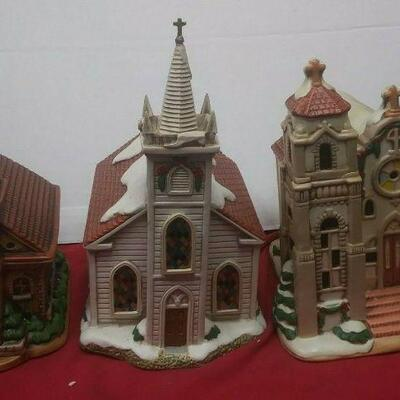 https://www.ebay.com/itm/114531788896	GN3084 LOT OF THREE USED CERAMIC LEFTON CHURCH BUILDINGS , COLONIAL VILLAGE		 Buy-IT-Now 	 $55.00