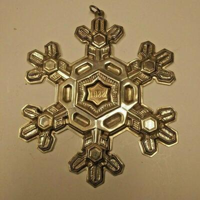 https://www.ebay.com/itm/124197874337	AB0370 USED VINTAGE 9.25 STERLING SILVER CHRISTMAS DECORATION SNOW FLAKE MADE BY		 Buy-it-Now...