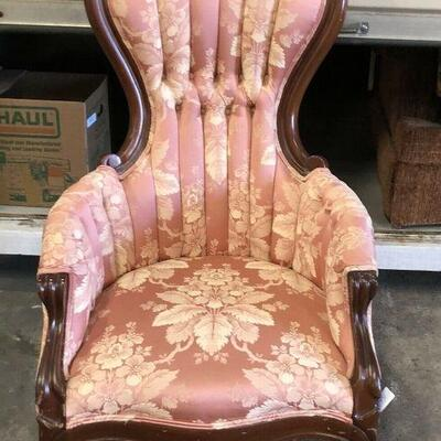 https://www.ebay.com/itm/124461151857	KG0040 Victorian Style Pink Upholstery Fabric and Wood Antique Pollar Accent Chair Local Pickup...