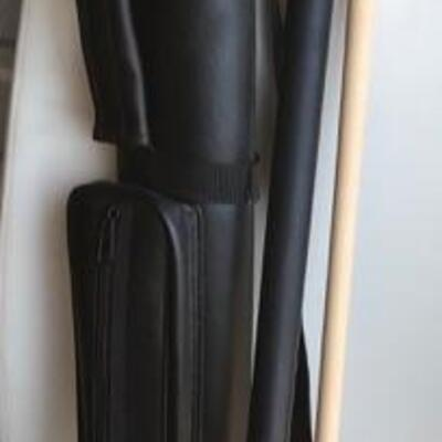 Pool cue with case $25