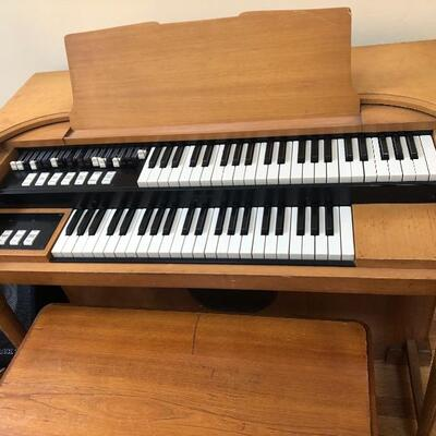 To place anoffer or for more information about the Steinway and Hammond M3 Organ, please call/text 860-500-9044.