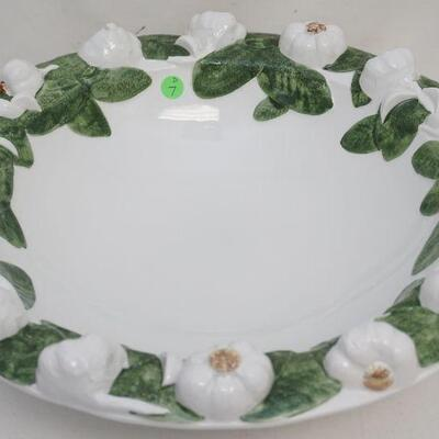 Large Italian Intrada Garlic Bowl. Perfect as a centerpiece or serving bowl. Measures 17