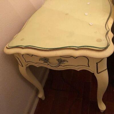 https://www.ebay.com/itm/124486740639FL4017 French Provincial End Accent Table Estate Sale Pickup $50.00  OBO