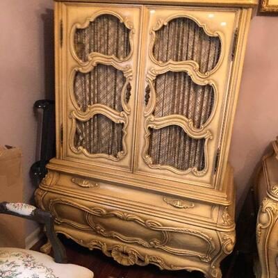 https://www.ebay.com/itm/124486744379FL4023 French Provincial Dressing Cabinet with Drawers Estate Sale Pickup $595.00  OBO