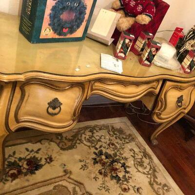 https://www.ebay.com/itm/124487160308FL4014 French Provincial Vanity Estate Sale Pickup $499.99  OBO