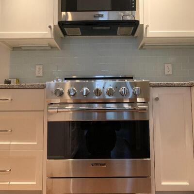 """Viking """"D3"""" Gas Range with """"D3"""" Hood and Microwave Combo"""