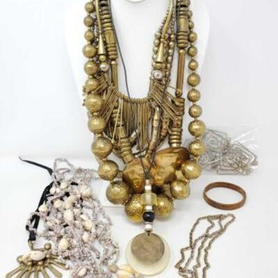 118	 Costume Jewelry Includes Necklaces And 1 Bracelet