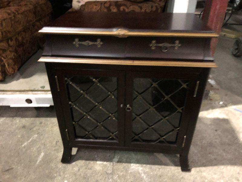 https://www.ebay.com/itm/114644989544KG0049 Wine Safe Cabinet Server / Sideboard pickup OnlyAuction