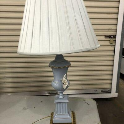 https://www.ebay.com/itm/114644968945KG8061 Blue and White Porcelain Lamp with Brass Base Pickup OnlyAuction