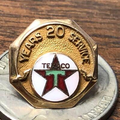 https://www.ebay.com/itm/114652069639BM4015 Texaco 14 K Gold Pin 20 Years of Service Auction