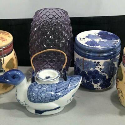 https://www.ebay.com/itm/114629288148KG015 MISC LOT OF JARS AND POTS 3 CERAMIC JARS, 1 GLASS VASE, 1 CERAMIC TEAPOTAuction