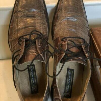 https://www.ebay.com/itm/114644998828HY7007 Stacy Adams 10.5 Alligator and Snake ShoesAuction