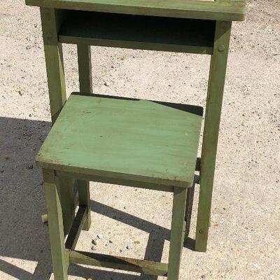 https://www.ebay.com/itm/124540574892LAR1004: Primitive Americana Children's Writing Table / Desk Pickup OnlyAuction