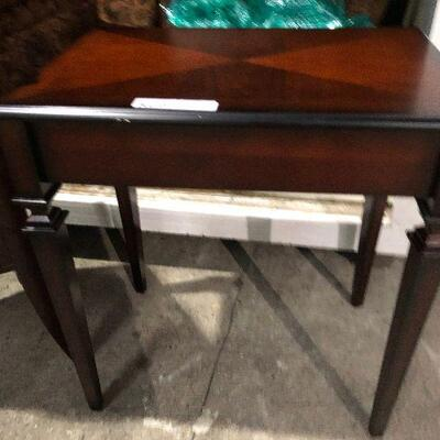 https://www.ebay.com/itm/124540594126KG0072 The Bombay Company Style Accent / End Table Pickup OnlyAuction