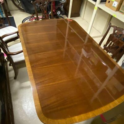 dining room table in good condition