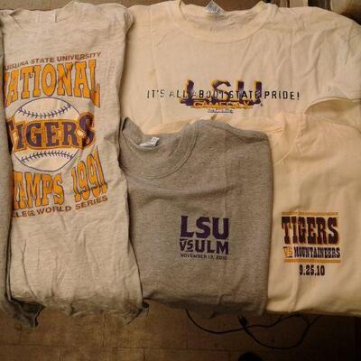 https://www.ebay.com/itm/124540511727LY8066 BOXED LOT Vintage LSU tshirt lot Pickup OnlyFixed20