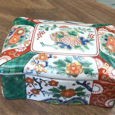 https://www.ebay.com/itm/114631324043WRY5013D UCAGCO IMARI Japan Hand Painted Porcelain Box Buy-it-Now  $19.99