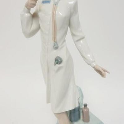 1037LLADRO FEMALE NURSE/DOCTOR READING TEMPERATURE, 13 3/4 IN HIGH