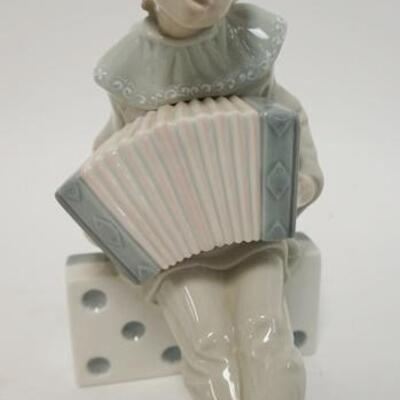 1040LLADRO YOUNG BOY ON DOMINO PLAYING CONCERTINA, 8 IN HIGH