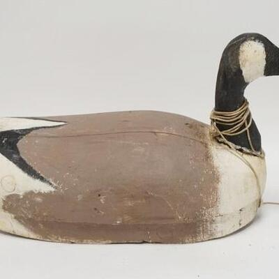 1098LARGE CARVED WOODEN GOOSE DECOY W/ WEIGHT NUMBERED ON THE BASE 23 IN L 10020025PLEASE PAY ATTENTION FOR DAILY ADDITIONS TO THIS...