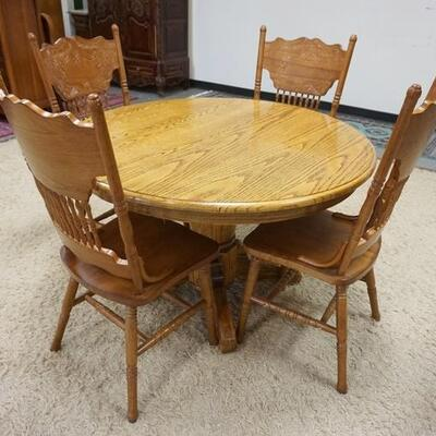 1055CONTEMPORARY ROUND OAK TABLE W/4 PRESSED BACK OAK CHAIRS, 47 3/4 IN X 29 1/2 IN