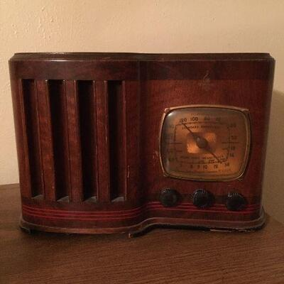 Vintage Emerson Radio. Turns on and makes noise, but is currently not playing music. Some age bumps and scratches.