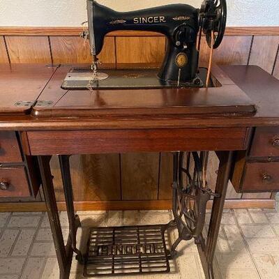 Vintage Singer Sewing Machine in Original Cabinet