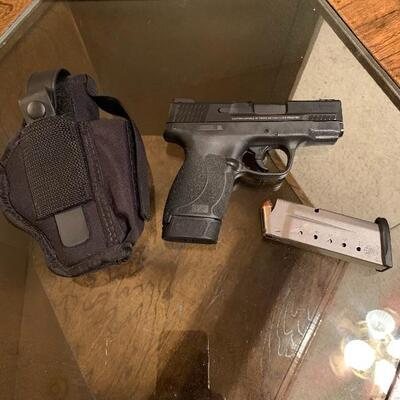 M&P 45 Shield Smith & Wesson. Comes with round of Ammo & Case