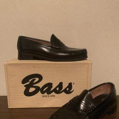 Like new Bass & Co Weejuns, size 10.