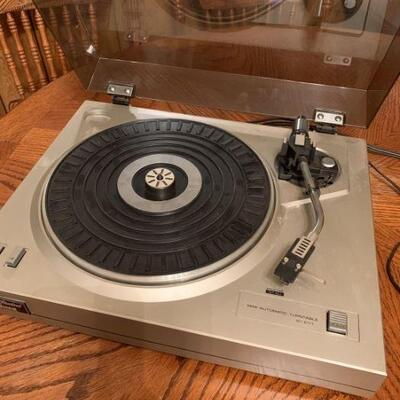 Studio-Standard by Fisher turntable. Makes noise, but does not turn.