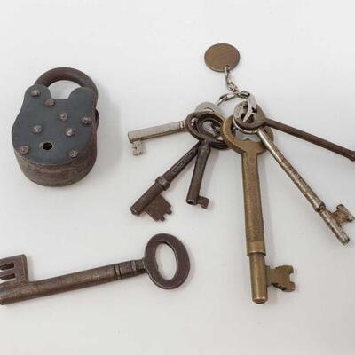 #1634 • Vintage Lock and Keys