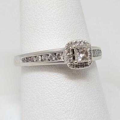 #2010 • 14k Gold Diamond Ring, 4g