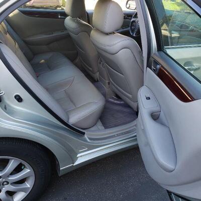 2004 LEXUS ES 330 4-Door Sedan, Original Owner, Appox. 113,000 miles.