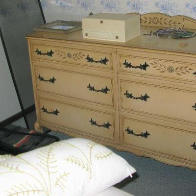 R Way vintage bedroom suite  Dresser with matching mirror  BUY IT NOW $ 185.00