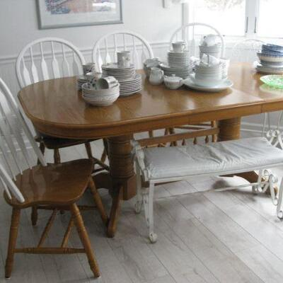 oak table, 2 leaves and 5 chairs   BUY IT NOW $ 185.00