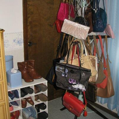 lots of purses to choose from, some Coach