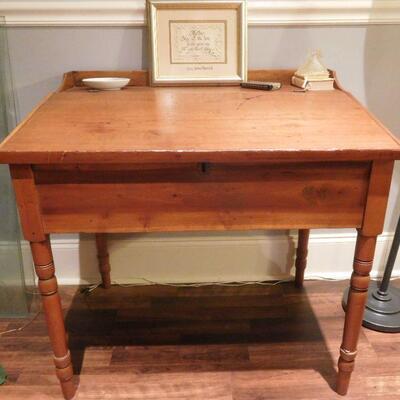 1800's Tilt Top Desk