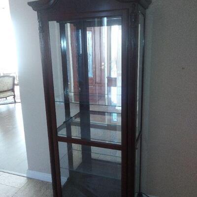 Curio cabinet 495