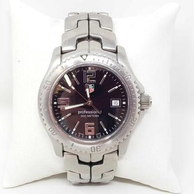 #555 • Tag Heuer Professional Watch - Authenticated   casing measures approx 39.5mm.