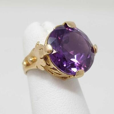 282	  14k Gold Ring With Large Semi Precious Stone, 6.1g Weighs Approx 6.1g. Size 1.