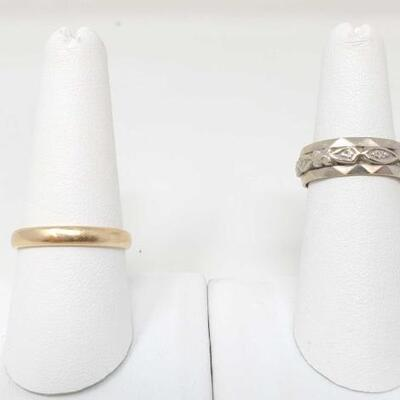 264	  14k Gold Band With Diamond And 14k Gold Band, 8g Weighs Approx 8g. Sizes 9.5-5.5