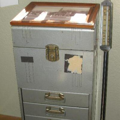 Metal storage cabinet  BUY IT NOW$ 28.00
