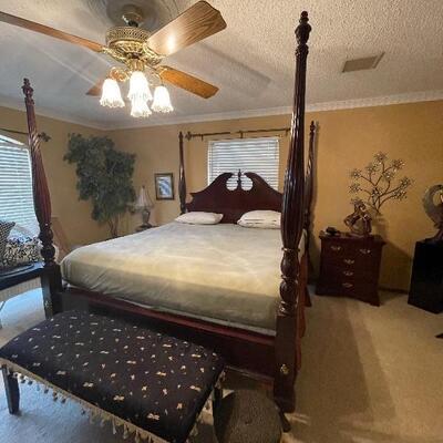 thomasville 4 post bedroom suite.