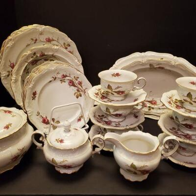 Set of Royal Heidelberg Winterling china in Briar Rose pattern. Includes: 6 dinner plates 10
