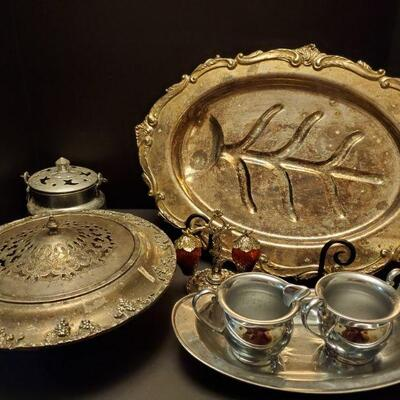 Silverplated assortment. Large platter 20