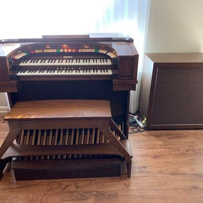 An Allen Digital Computer Organ. Serial Number listed 432-TH 57588 in great condition. Some keys not seeming to work but that could be...